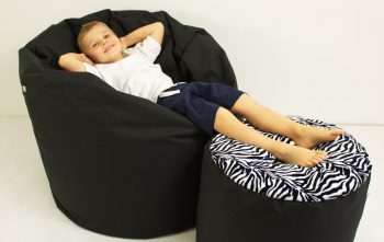 Obyvaci pokoj-sedaci vak a taburet-cerna II