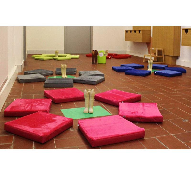Sedáky na zem s fleecem dorazily do muzea ve Znojmě