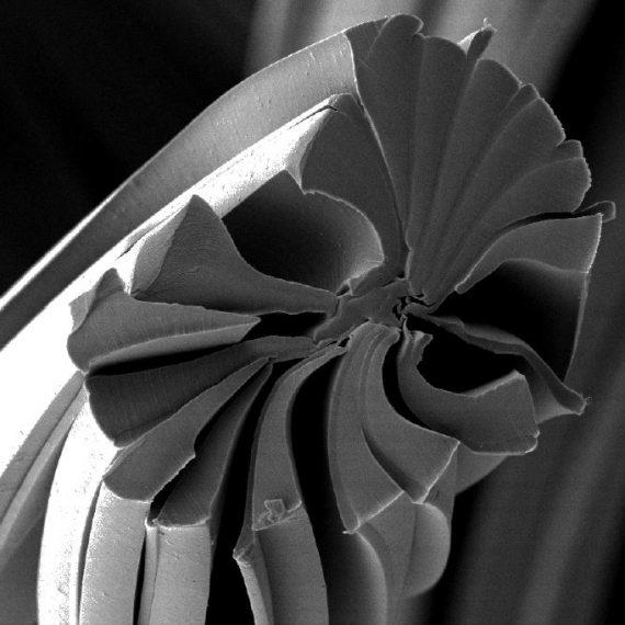 Nanovlákno filtru je 200×menší nežli lidský vlas.